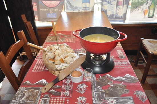 La Pierre Chaude  - la fondue -   © la pierre chaude