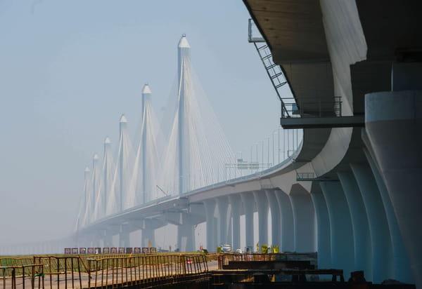 Plus long pont à haubans du monde