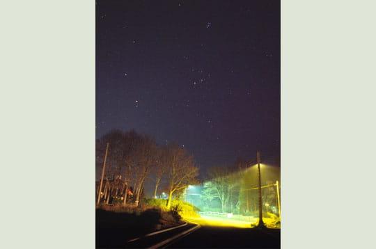 Réverbères sous les étoiles