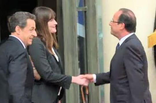 "Carla Bruni: elle attaque François Hollande ""LePingouin"" dansunechanson (paroles)"