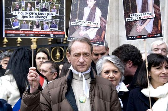 Les personnalités marchent pour Ingrid Betancourt
