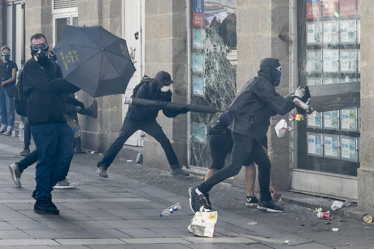 """Acte 44des """"Gilets jaunes"""": 1.800manifestants à Nantes, des heurts avec la police"""