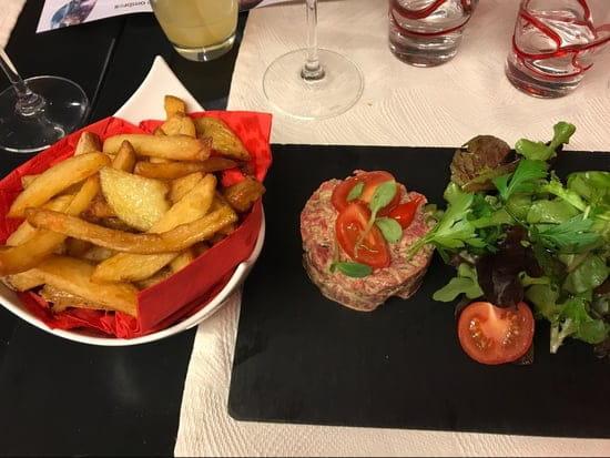 Plat : La cantine du 7  - Tartare de bœuf avec ses frites -
