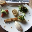 Entrée : Le Donjon  - tortilla de thon , un amuse gueule est proposé avant , douces saveurs d'un cuisinier inventif -