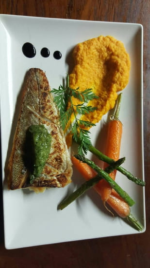 Plat : Au P'tit Parigot  - Filet de Merlu à l'unilateral pesto de fans de carottes  -