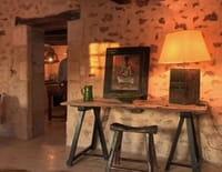 Des maisons et des hôtes : Le logis de Pugaty, la suite Cassis, la ferme d'Angèle