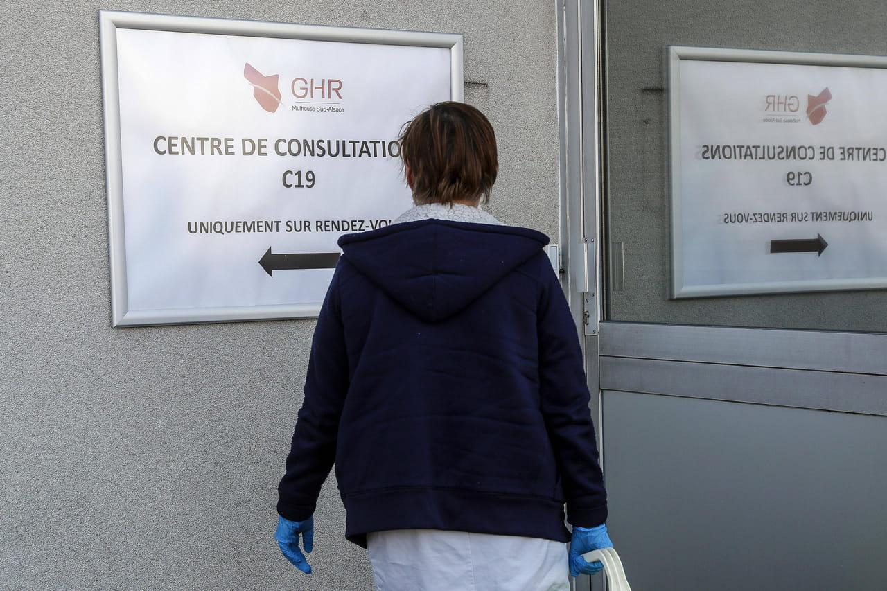 DIRECT. Coronavirus en France: une accélération brutale des cas, de nouvelles mesures?