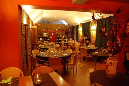 les vieilles poutres restaurant de cuisine traditionnelle. Black Bedroom Furniture Sets. Home Design Ideas