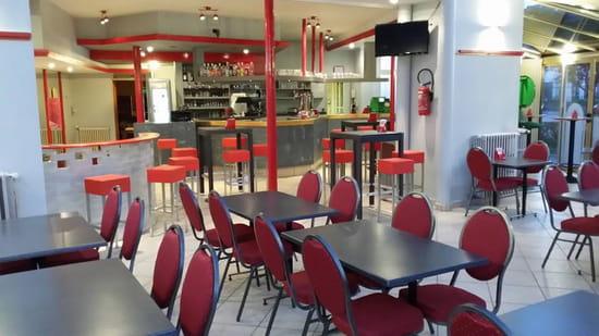 Restaurant : Café des Sports  - Salle principale -   © THONYIMANE