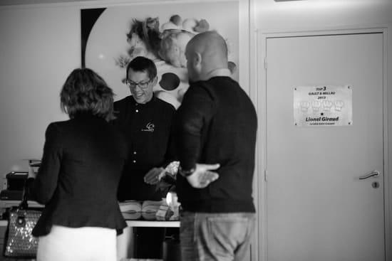 La Table Lionel GIRAUD  - Notre équipe est à votre écoute et vous accompagne tout au long de votre repas. -   © La Table Saint Crescent