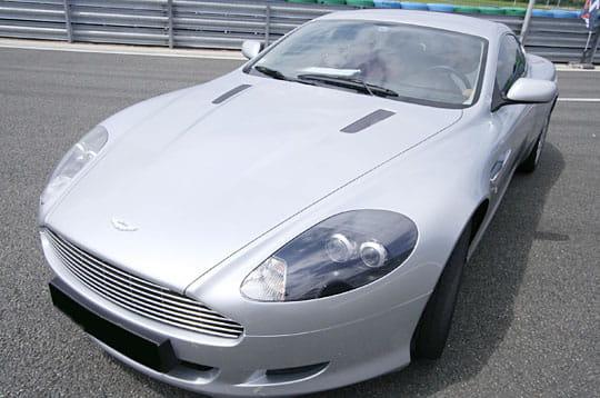 Zoom sur l'Aston Martin DB9