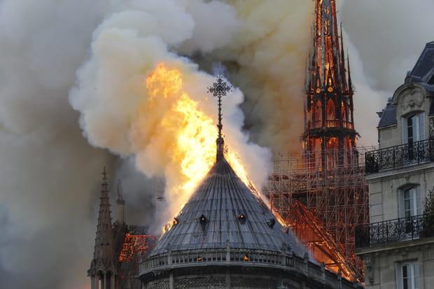 Les images de Notre-Dame de Paris en proie aux flammes