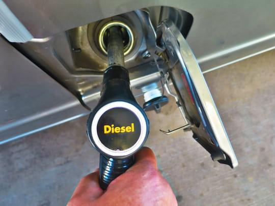 Prix de l'essence: un tarif record, le diesel plus cher que l'essence
