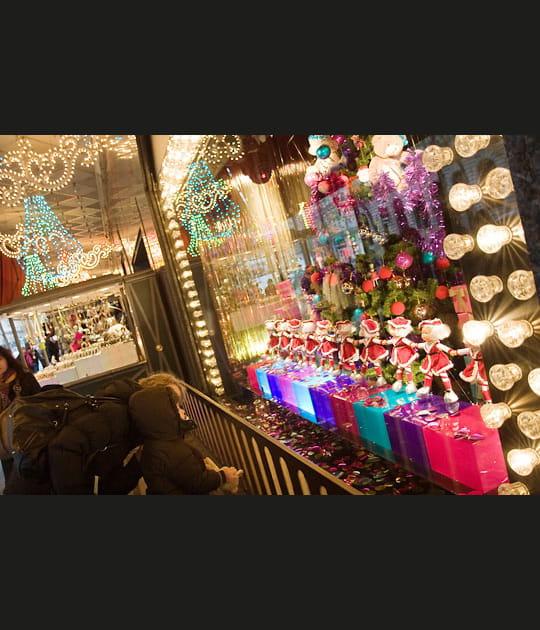 Noël dans les vitrines des grands magasins