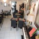Restaurant : Entre Nous  - Coin musicale pour apéros concerts les vendredis -   © SLPB22