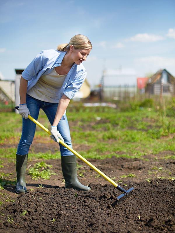 Retourner la terre - Comment retourner la terre du jardin ...