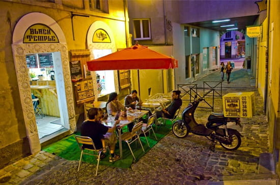 Blacktemple Food  - BLACK TEMPLE STREET - TERRASSE (4 PASSAGE DES CARMÉLITES) -   © JULIEN GIRARDOT