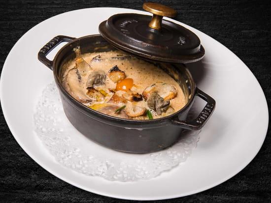 Entrée : Le Tir Bouchon Montorgueil  - cassole d'escargots aux champignons frais -   © Copyright*