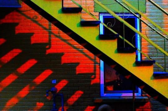 Escalier aux couleurs du soleil couchant