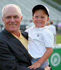 kyle lograsso (ici avec le président du tournoius kids golf) a perdu un oeil à