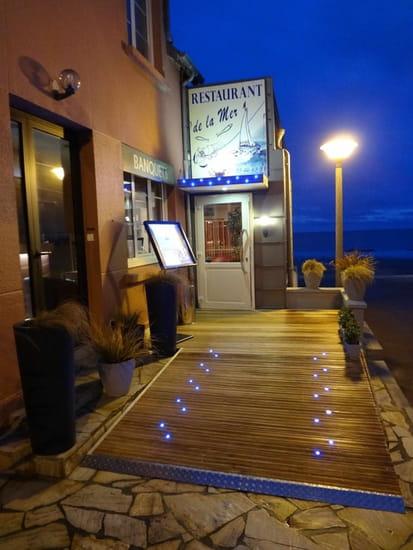 Restaurant de la Mer  - Entrée du restaurant au tombant de la nuit -   © Dominique ARNOU