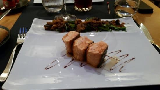 Plat : Restaurant Le Lumière - Hôtel Scribe Paris  - Brochette de saumon mi cuit -
