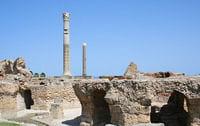 les ruines de carthage au bord de la méditerranée