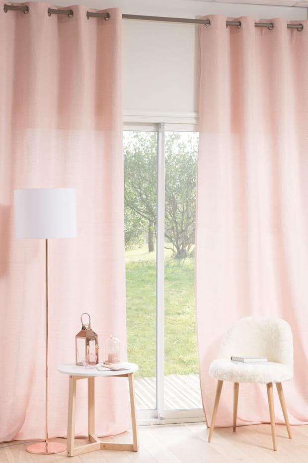des rideaux rose poudr. Black Bedroom Furniture Sets. Home Design Ideas