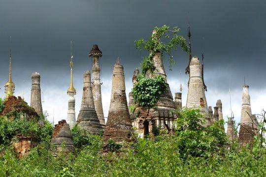 Etranges stupas birmans en forme de cloches