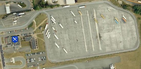 Au Relais du Pôle 45  - Vue du parking 350 places -