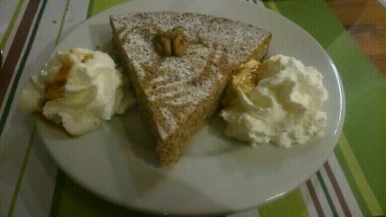 Dessert : Outrelans  - Gâteau maison aux noix  -