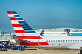 Un homme se coince le doigt dans l'accoudoir d'un avion, il porte plainte