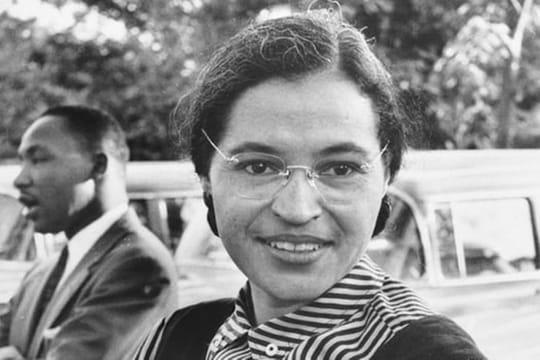 Rosa Parks: sa biographie courte et sa lutte pour l'égalité des droits