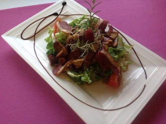 """Restaurant : Auberge des Vignerons  - L'incontournable """"salade folle de l'Auberge"""" -"""