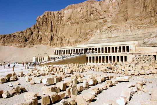 Le Templed'Hatshepsout dans les collines