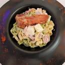 """Plat : Costa d'Amalfi  - Tagliatelle """"paglia e feno"""" maison, crème de parmesan 36 mois, speck et provola fumé -   © @ Restaurant Costa d'Amalfi"""
