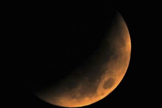 """Eclipse de lune 2018: les plus belles images de la """"Lune rousse"""" et de Mars"""