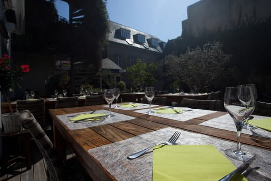 L'Insolite  - Terrasse du restaurant -   © Hôtel de France