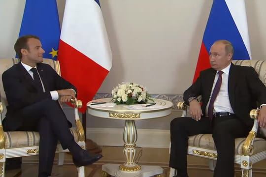 Macronen Russie: les premières images avec Poutine