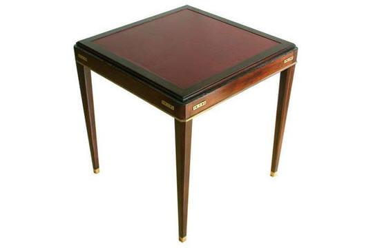 une table jeux. Black Bedroom Furniture Sets. Home Design Ideas