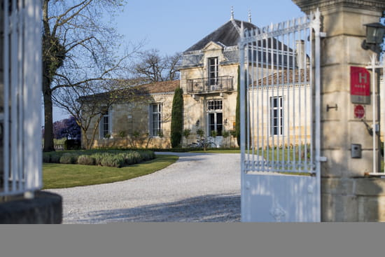 , Restaurant : Relais & Château Cordeillan-Bages  - Entrée hôtel et restaurant -   © Anne-Emmanuelle Thion