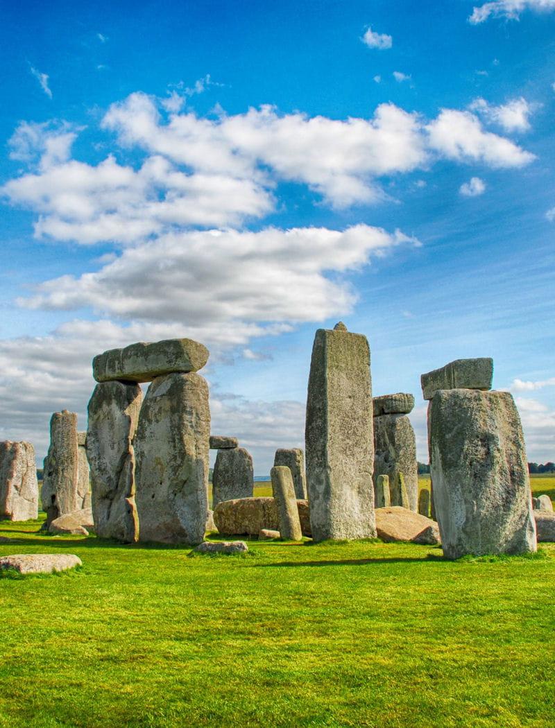 Le site de Stonehenge entouré de barrières