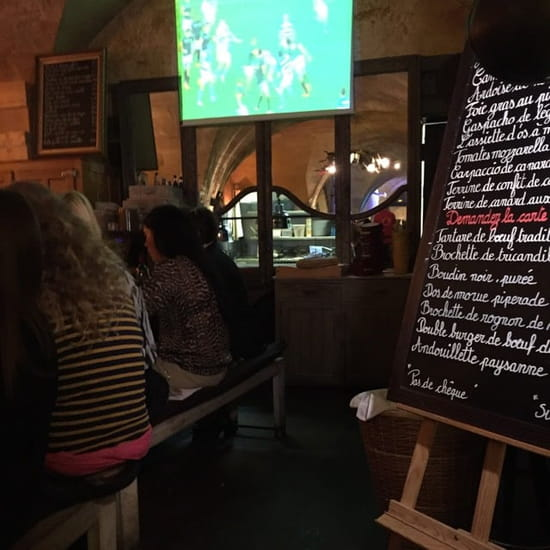 Entrée : Le Bar du Boucher  - La cuisine vu de la salle -