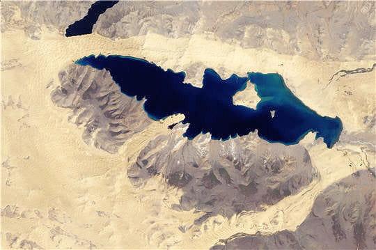 Les lacs noirs de Mongolie