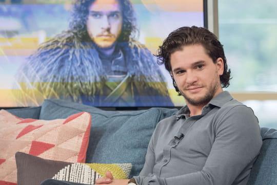 """Kit Harington promet une suite """"très sombre"""" dans Game of Thrones"""