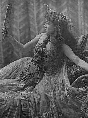 l'histoire de cléopâtre a inspiré de nombreux films et pièces de théâtrecomme