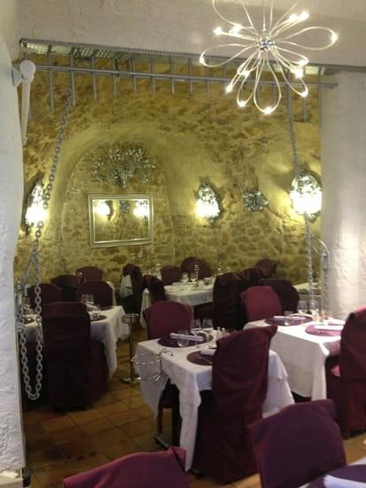 La Table du Roy  - salle en pierres apparentes -   © la table du roy