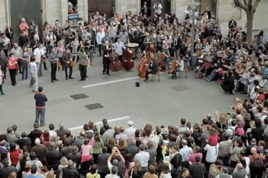 100musiciens dans un flash mob à couper le souffle