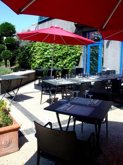 Le Kiosque Restaurant  - Terrasse l'été -   © Mercure Paris Porte de Pantin