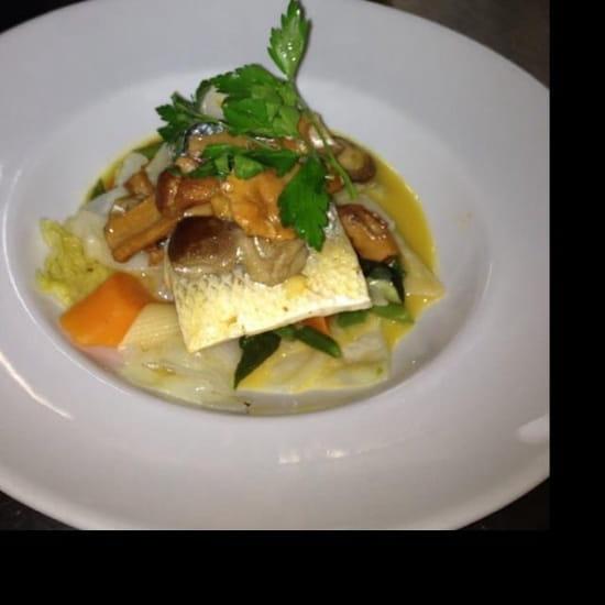 Restaurant : Le Plate's  - Filet de bar étuvé aux légumes du moment et champignons.  -